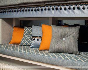декоративные подушки на подоконник